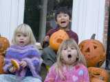 Friends Pose with their Carved Pumpkins, Chevy Chase, Maryland Lámina fotográfica por Gold, Stacy