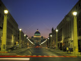 Saint Peter's Square at Vatican City at Night Lámina fotográfica por Richard Nowitz