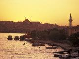 The Golden Horn on the Bosporus from Galata Bridge at Sunset, Istanbul, Turkey Lámina fotográfica por Nowitz, Richard