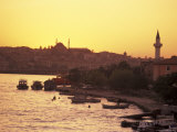 The Golden Horn on the Bosporus from Galata Bridge at Sunset, Istanbul, Turkey Fotografiskt tryck av Richard Nowitz