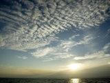 Setting Sun over the Sea with Cloud Filled Sky, Belize Fotografisk trykk av Tim Laman
