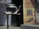 Teapot Warms on a Solar Stove in a Street, Qinghai, China Fotografisk tryk af David Evans