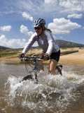 Woman Mountain Bikes Through Wild and Scenic South Fork Kern River Fotografisk tryk af Rich Reid