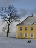 Yellow House in Snow, Copenhagen, Denmark Fotografisk tryk af Brimberg & Coulson