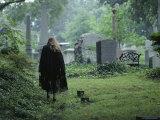 Woman in a Graveyard, Georgetown, Washington, D.C. Fotografisk tryk af Peter Krogh