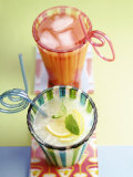 Ice-Cold Lemonade and Pink Grapefruit Juice in Glasses Photographie