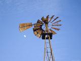 Windmill at Dusk on a Sawmill Farm Fotografisk tryk af Joel Sartore