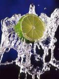 Slice of Lime on Splashing Water Fotoprint van Dirk Olaf Wexel