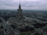 Warsaw's Palace of Culture and Surrounding Cityscape, Poland Fotografisk tryk af James L. Stanfield