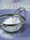 Icing Sugar in a Sieve Fotografie-Druck von Véronique Leplat
