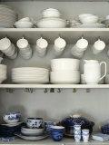 Crockery on Shelves Fotografisk trykk av Sara Danielsson