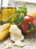 Tomato with Spaghetti, Parmesan, Basil and Olive Oil Photographie