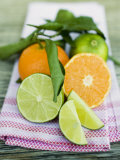 Clementines and Limes with Leaves Fotografisk trykk