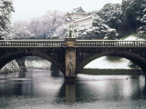 Nijubashi and the Inner Moat of Imperial Palace in Snow, Tokyo, Japan Reproduction photographique