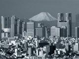 City Skyline and Mount Fuji, Tokyo, Honshu, Japan Fotografisk tryk af Steve Vidler