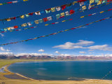 Prayer Flags at Nam Tso Lake, Central Tibet Photographie par Michele Falzone