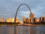 Old Courthouse and Gateway Arch, St. Louis, Missouri, USA Photographie par Walter Bibikow