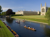 Punting on The River Cam, Kings College, Cambridge, England Fotodruck von Peter Adams