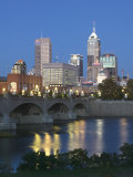City Skyline and White River, Indianapolis, Indiana, USA Photographie par Walter Bibikow