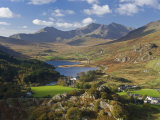 View to Llynnau Mymbyr and Mt Snowdon, North Wales Fotodruck von Peter Adams