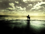 Horseback Riding in the Tide Photographie par Jan Lakey