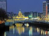 Half Penny Bridge and Custom House, Dublin, Ireland Fotografisk trykk av Jon Arnold