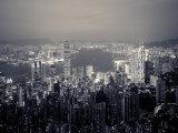 Victoria Harbour und Skyline vom Victoria Peak aus gesehen, Hong Kong, China Fotografie-Druck von Jon Arnold
