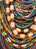 Colourful Beads Worn by a Woman of the Galeb Tribe, Lower Omo Valley, Ethiopia Fotografisk tryk af Gavin Hellier