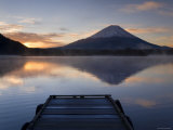 Lake Shoji-Ko and Mount Fuji, Fuji-Hakone-Izu National Park, Japan Fotografie-Druck von Gavin Hellier