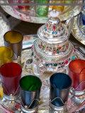 Moroccan Silver Teapot and Glasses, the Souq, Marrakech, Morocco Fotografie-Druck von Gavin Hellier