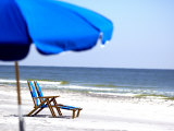 Beach Chairs and Umbrella, Ship Island, Gulf Islands National Seashore, Mississippi Fotografie-Druck von Franklin Viola