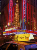 Cab at Radio City Music Hall Fotografie-Druck von Rudi Von Briel