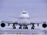 Avion manœuvrant dans la neige, Chicago, Illinois Papier Photo par Peter Schulz