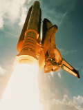Space Shuttle Lifting Off Fotografiskt tryck av David Bases