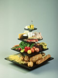 USDA Food Pyramid Accuratly Shows Amounts of Each Food Group to Eat Fotografisk tryk af David M. Dennis