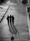 Three Boys Walking Down Street Arm in Arm Fotografie-Druck von Len Rubenstein