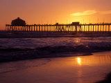 Ocean Pier at Sunset, Huntington Beach, CA Fotografisk tryk af Charles Benes
