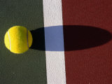 Tennis Ball on Court Impresso fotogrfica por Mitch Diamond