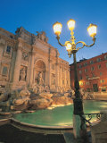 Fontaine de Trevi la nuit, Rome, Italie Photographie par Walter Bibikow