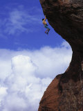 Man Rock Climbing, California Fotografisk tryk af Greg Epperson