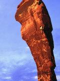 Man Rock Climbing, Canyonlands, UT Fotografisk tryk af Greg Epperson