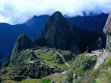 Tourists at Inca Ruins of Machu Picchu, Peru Fotografie-Druck von Shirley Vanderbilt