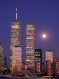 World Trade Center et lune, NYC Photographie par Rudi Von Briel