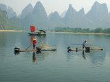 Fishermen on Bamboo Rafts, China Photographie par Inga Spence