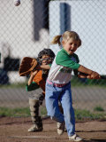 Little Girl Playing Softball Fotografie-Druck von Bob Winsett