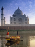 Gondola in Front of Taj Mahal, Agra, India Fotografiskt tryck av Peter Adams