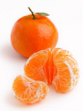 Spanish Clementines Whole Fruit and Peeled Fruit Segments Lámina fotográfica por Susie Mccaffrey