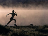 Silhouette of Woman Trail Running, CO Fotografisk tryk af Bob Winsett