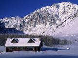 Cabin in Snow, Convict Lake, Sierra NV Mts, CA Fotografisk tryk af Charles Benes