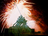 Monument to the Battle of Iwo Jima Fotoprint van Whitney & Irma Sevin
